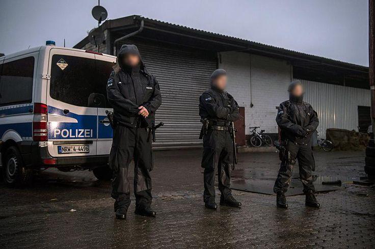 Das Verbot des Salafisten-Netzwerks 'Die wahre Religion' ist mehr als ein Schlag gegen die islamistische Szene in Deutschland. Es dient auch als Warnsignal an jeden, der in diese Kreise abzurutschen droht.