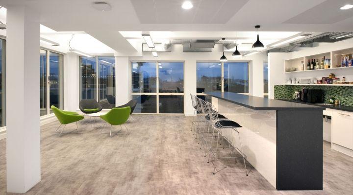 Белый потолок в штаб-квартире