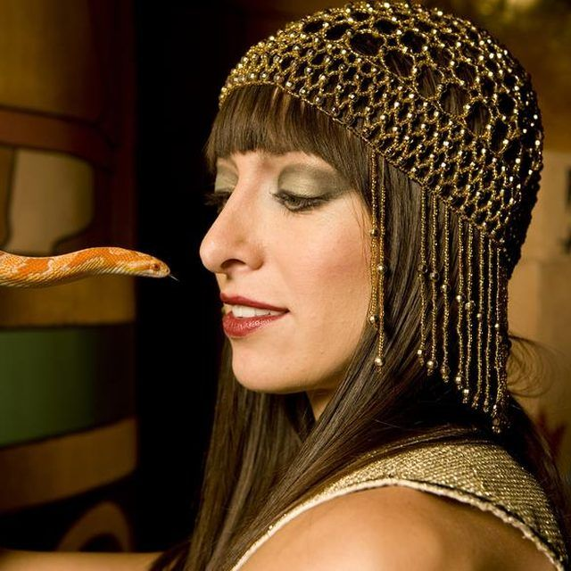 How to Make a Cleopatra Costume Without Sewing