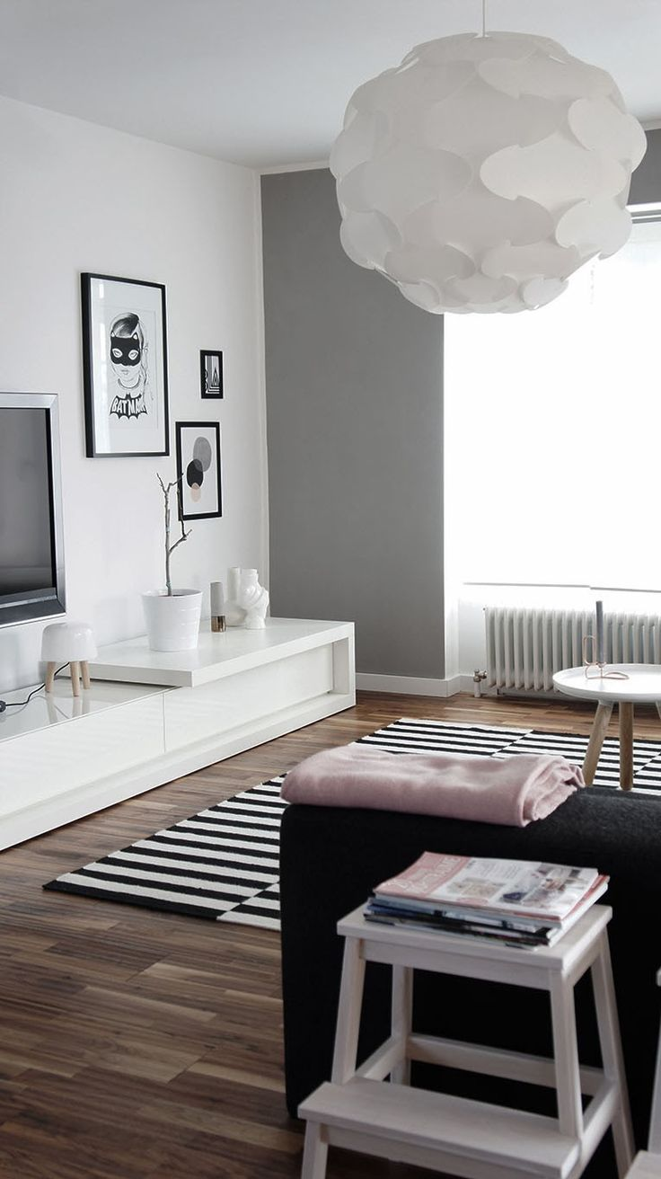 Black, white grey. tapete listra pb. movel TV quarto ou sala TV