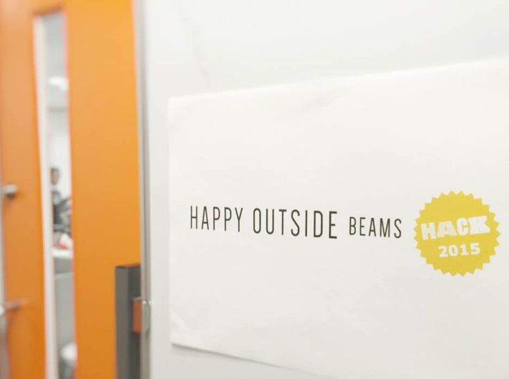 10月24日(土)、25日(日)の2日間、デジタルハリウッド東京本校で行われたハッカソン「HAPPY OUTSIDE BEAMS HACK」は、なんと協賛の「BEAMS(ビームス)」が商品を提供し、その商品を題材に開発を行うという、今までにない新しい切り口のハッカソン!その模様をレポートします。