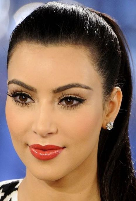♥ Pinterest: DEBORAHPRAHA ♥  I used to love Kim kardashian's makeup looks back in 2010 and 2011. Beautiful eyeliner with red lipstick.