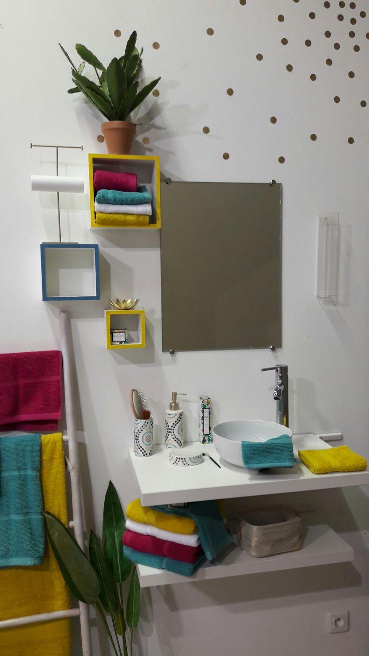 Les 25 meilleures id es de la cat gorie salles de bains for Salle de bain bleu et jaune