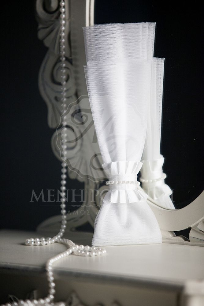Unique tulle and pearls wedding favor bomboniere