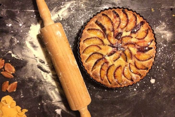 This tempting plum tart uses Hodmedod's Yellow Pea Flourfor a superbly crisp golden pastry with a subtly sweet and nutty flavour. The flour is naturally gluten