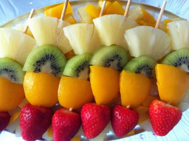 Mini brochetas de #frutas mixtas ¡Un postre saludable! #recipes