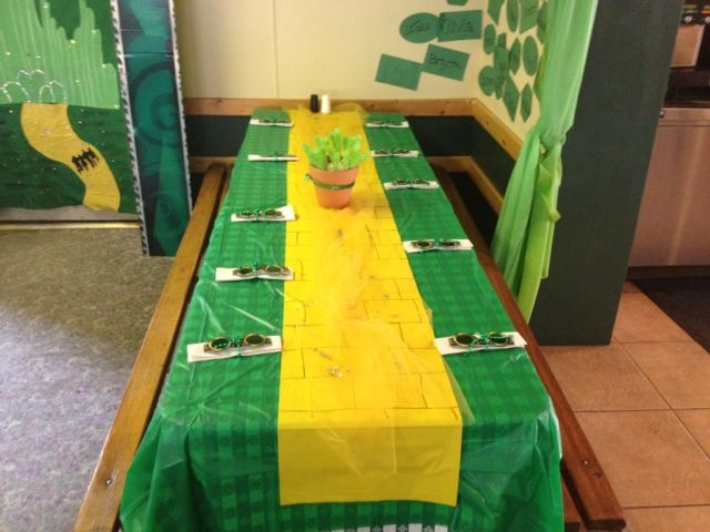 Yellow brick road and emerald city inspired table decor. Campers decorated this table in the Mile High Pines Camp dining hall. Summer camp, table decor, party decor, camp ideas!