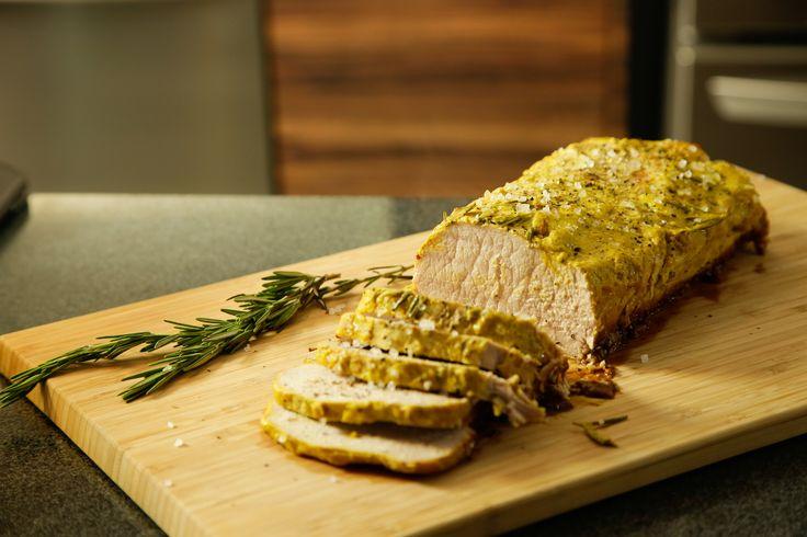 El Lomo de Cerdo a la Mostaza y Miel con Romero es una receta idónea para cualquier fiesta, es un delicioso lomo con una rica marinada de mostaza, miel y romero. Una preparación sencilla que te va a encantar preparar.