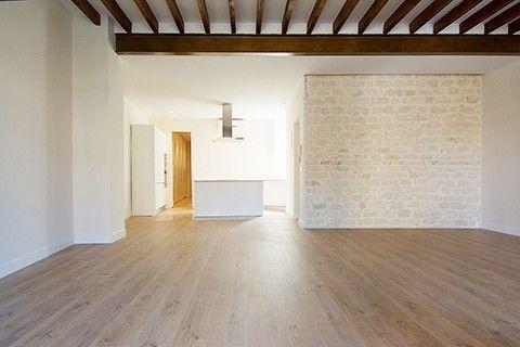 La transformación de un viejo piso oscuro con un montón de habitaciones en un maravilloso piso moderno y luminoso.
