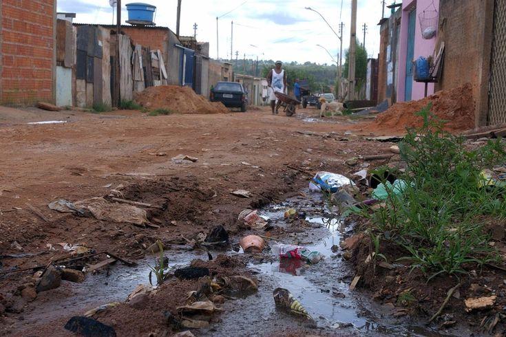 Casas à beira da Via Estrutural, no Distrito Federal: saneamento deve chegar aos mais pobres, diz relator da ONU. Foto: Elza Fiúza/ABr