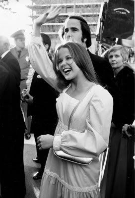 """Articles de lindamorgane taggés """"LINDA BLAIR ARRIVES IN LONDON FOR THE PREMIERE OF THE NOTORIOUS AND SCARY FILM """"THE EXORCIST""""."""" - ღ Once Upon A Time Emma Gilbert ♥●•· - Skyrock.com"""