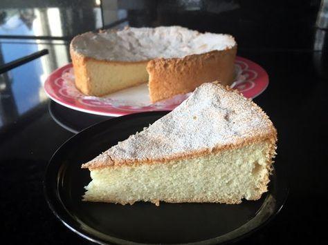 #Angel food cake van geklopte #eiwitten, #tarwebloem met een vleugje #vanille. Megaluchtige #wolkencake. #angelfoodcake.