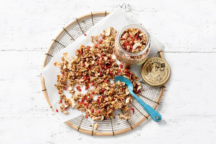 Kijk wat een lekker recept ik heb gevonden op Allerhande! Rens Kroes' superfood granola