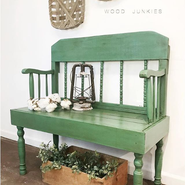 This colour was mixed by talented Amber of @wood_junkies , who I recently had the pleasure of meeting in Tallahassee, Florida.  Amber mixed Chalk Paint® Amsterdam Green, Arles, Old White and French Linen to create this soft sage green for this old bench.