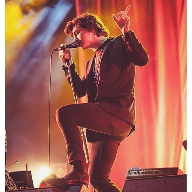 wakemeupat505/2016/08/29 02:50:40/my forever #1 ❤️ #alexturner #tlsp #thelastshadowpuppets #arcticmonkeys #am #concert #mic #suit #alternative #indie #music #pose #hot #sexy #lead #singer #grunge #style #l4l