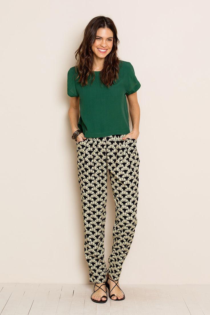 CALÇA BELITUNG MENTAWAI PRETO - totemstore. Calça pijama estampada  + blusa verde