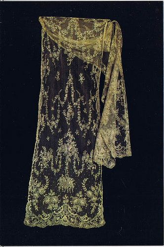 Limerick Tambour Lace stole c.1900 (by anniemcc) Part of a private collection belonging to Rosemary Cathcart __ http://www.flickr.com/photos/anniemcc/5456290916/in/pool-350563@N23/ Photography © Helen Cathcart