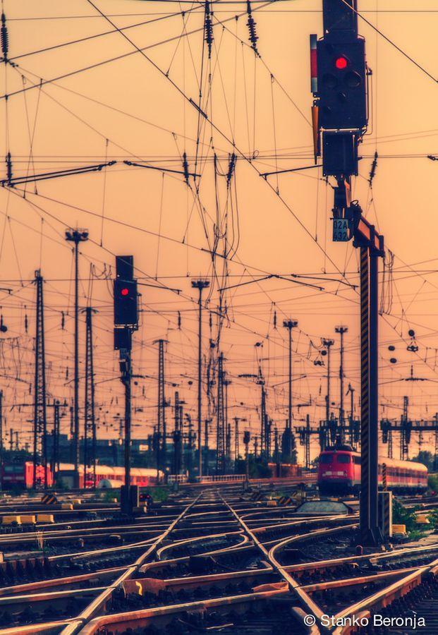 Complejidad, Profusión, Realismo - Central station - Frankfurt am main, realism Woah, i love this pic
