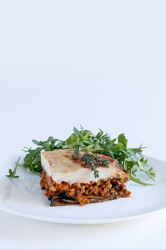 Vegan moussaka with lentils instead of minced meat, delicious Anna-Maria Barouh http://www.instyle.gr/recipe/nistisimos-mousakas-me-fakes/