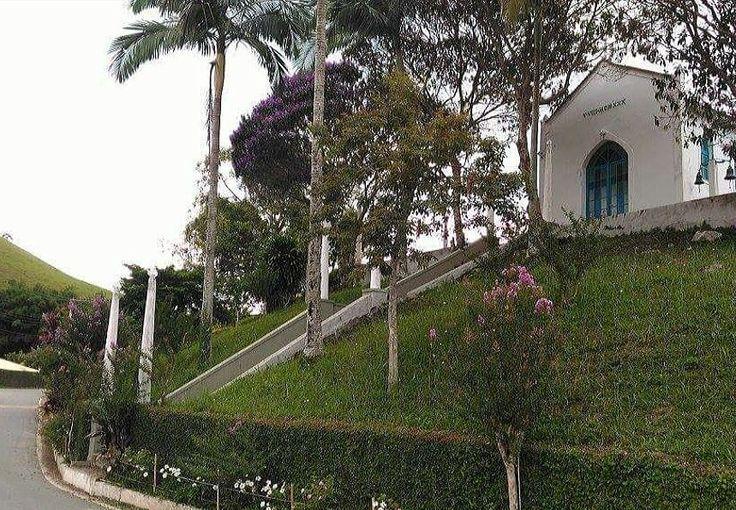 Conhecendo Terras Frias em Santa Maria Madalena / RJ. A igreja local! #madalenahostel #ecoturismo #montanhismo #turismo #trilhas #ciclistas #motociclistas #férias #natureza #turismorural #Hostel #mochileiros #trilhando #photograph #fauna #flora #aventura #cachoeiras #jipeiros #aguascristalinas #trilheiros #viajantes #escalaminhada #lindospassaros #curtanatureza #viagem #paisagismo #sport #adoroviajar by madalenahostel