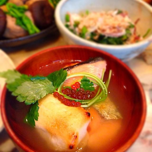 開けましておめでとぅございます。 父親が北海道の生まれなので、お雑煮は北海道のシャケとイクラです。 - 95件のもぐもぐ - 2014年元旦お雑煮 by takaram