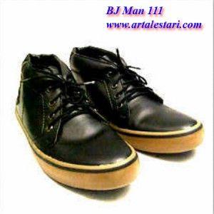 Sepatu Pria Casual  Toko Sepatu online kami menjual berbagai sepatu casual pria. Model sepatu pria casual cocok digunakan untuk jalan dan bersantai bersama kerabat dan teman Anda. Sepatu casual pria dengan kwalitas dan harga yang terjangkau.