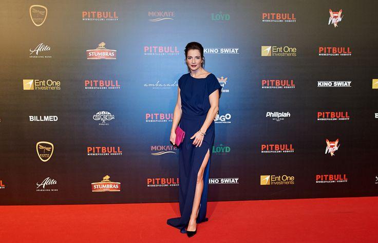 Anna Dereszowska w zamszowych czółenkach marki Wojas (https://wojas.pl/produkt/24852/czolenka-6366-61) na premierze filmu Pitbull. Niebezpieczne Kobiety! Wygląda fantastycznie!