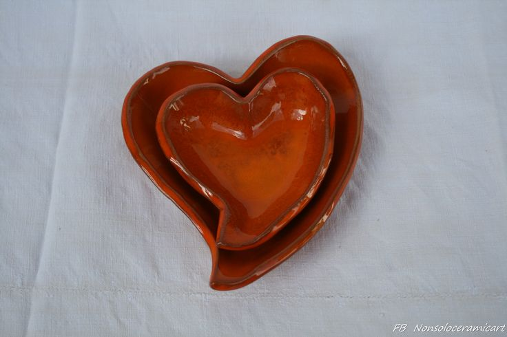 ciotole a forma di cuore, smalto arancio | handmade ceramic | orange heart shaped bowls