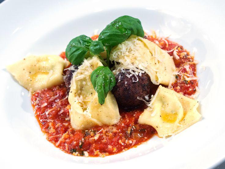 Citron- och ricottafylld tortellini med italienska köttbullar och härlig tomatsås | Recept från Köket.se