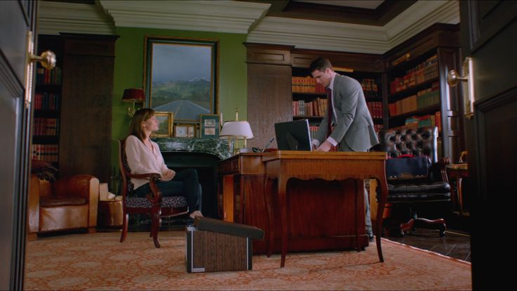 фильм про мужика который стал котором, колона = нажимаешь а там шкаф - бар