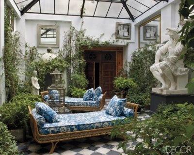 the vintage daybeds in the courtyard: Lorenzo Castillo, Decor Rooms, Elle Decor, Indoor Gardens, Fleas Marketing, Outdoor Spaces, Sun Rooms, Sunroom, Gardens Rooms