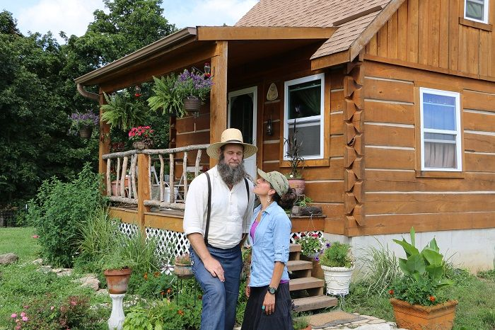 How To Build An Off-Grid Home Without ANY Construction Skills