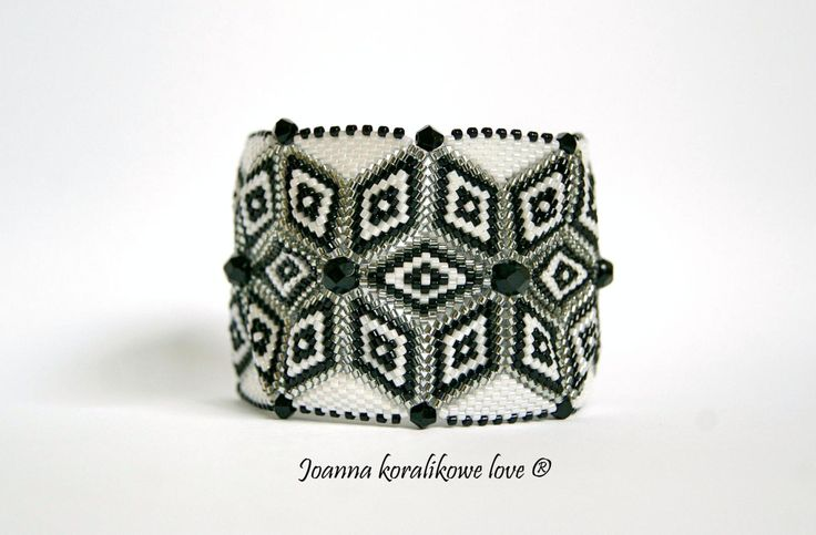 Bracelet ,peyote bicone black & white