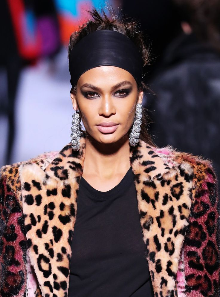 This 2000s trend is dominating Pinterest right now #pinterest #trend #makeup #beauty #leopard #statement #earring #headband