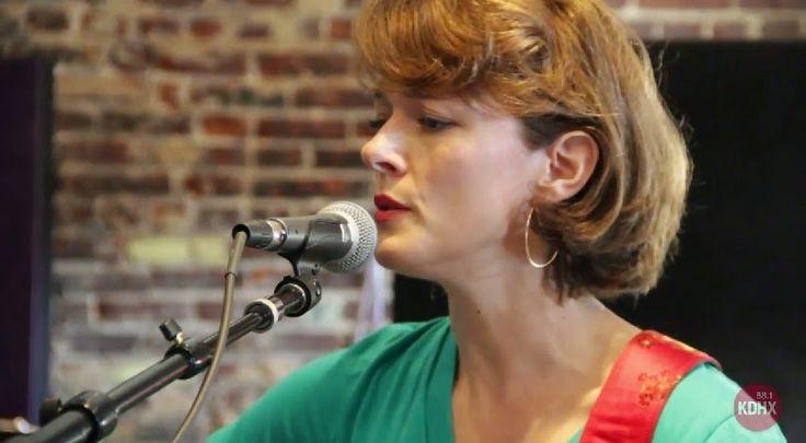 Muzikale TV: Laura Cantrell (Live at KDHX)
