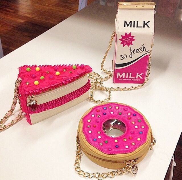 Adorable purses by my all time fav designer Betsey Johnson!!! Omg I want one so bad!! I NEED ALL OF THIS NOOOWWW!!!!
