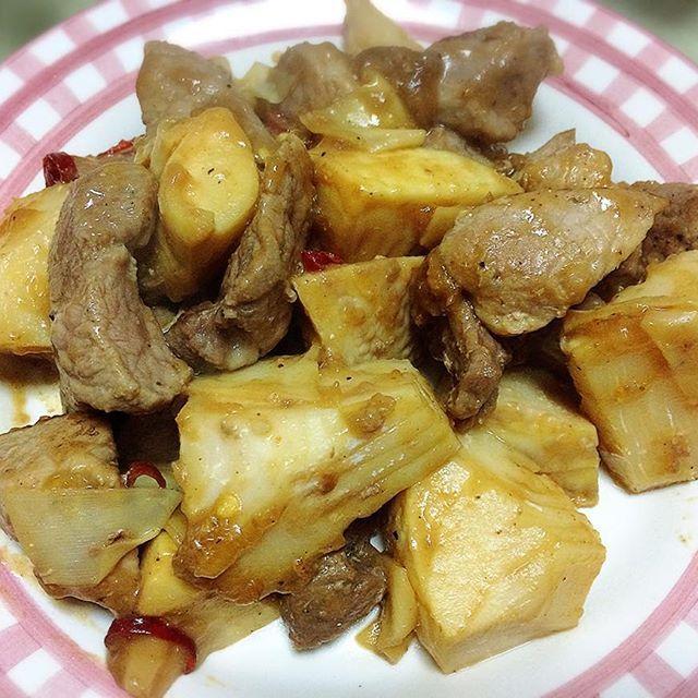 豚肉と筍の味噌炒め(肉多め)🍴 豚肉は、脂の少ないもも肉。  豚肉も筍も大きく切りすぎたけど、その分食べ応えがあってお腹いっぱいです🙆  #料理#自炊#時短レシピ#簡単レシピ#美味しい😋#おいしい#豚肉#肉#筍#たけのこ#タケノコ#低脂肪#高タンパク#タンパク質#たんぱく質#ダイエット#筋肉量#美容#健康#糖質制限#cooking#yummy#meat#pork#diet#lowfat#protein#muscle#beauty#healthy