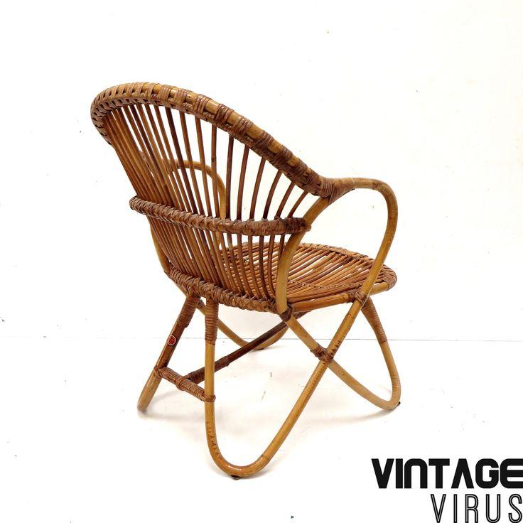 Vintage rotan fauteuil / stoel van Rohe door Dirk van Sliedregt gemaakt in de jaren '60.  Afmetingen: Breedte: 55 cm Hoogte zitting: 34 cm Hoogte rugleuning: 72 cm Breedte zitting: 46 cm Hoogte armleuning: 56 cm Diepte: 62 cm