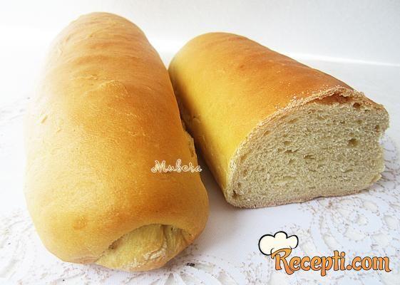 Recept za Sendvič hljeb. Za spremanje hleba neophodno je pripremiti brašno, kvasac, jaja, vodu, mleko, ulje, so, limun, šećer.