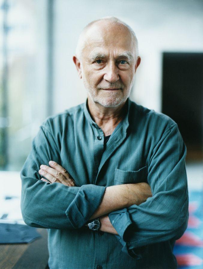 """Peter Zumthor Laureat nagrody Pritzkera w 2009 roku, którà otrzymał za projekt z 1996 roku za """"the terme vals"""".  Szwajcarski architekt, studiował w Nowym Jorku na Pratt Instotute."""