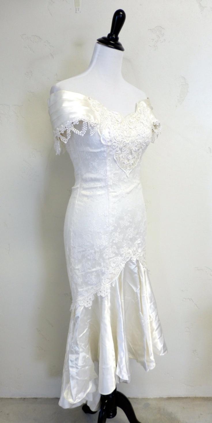 Vintaeg 1980s JESSICA MCCLINTOCK Wedding Dress Gown Mermaid Fishtail Tulip Off-Shoulder Lace XS. $55.00, via Etsy.