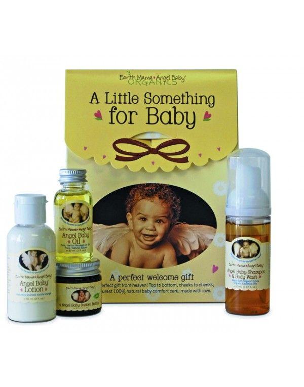 Den perfekte gaven for nyfødte babyer! I en nusselig gaveeske ligger fire søte flasker i reisestørrelse med sjampo og kroppsvask, body lotio...