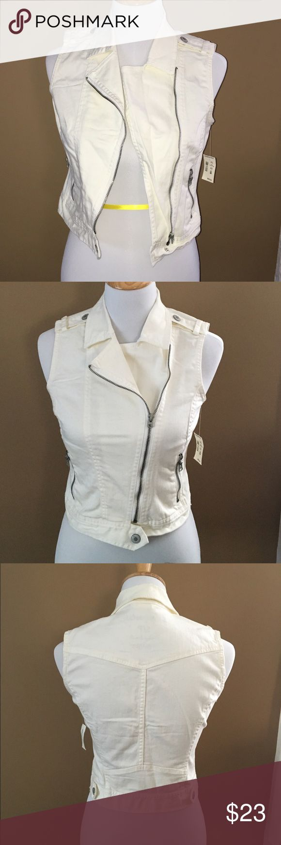 Aeropostale White denim zipper vest size small Aeropostale white asymmetrical zipper vest with zipper pockets. New with tags! This vest has been hanging in my closet for a long time, never worn. The style to this vest is perfect! Aeropostale Jackets & Coats Vests