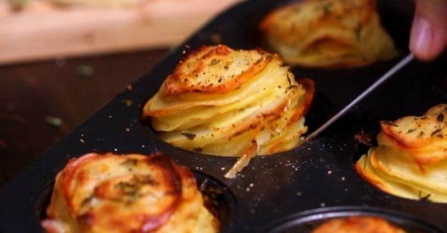 Подруга поделилась новым рецептом… Теперь готовлю картофель только так!