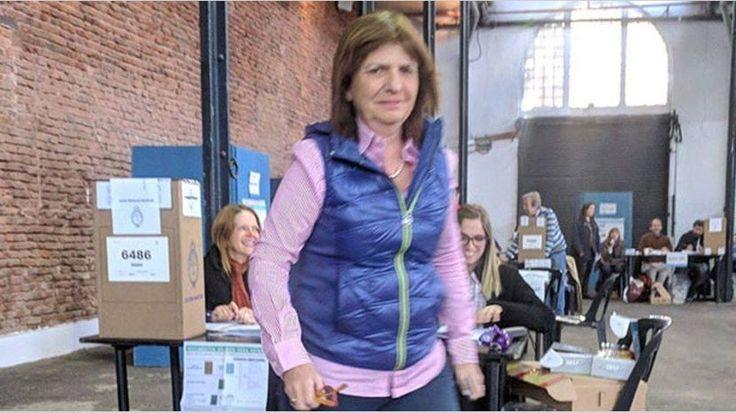 "Con un operativo ""distracción"", Patricia Bullrich votó temprano https://www.cronista.com/elecciones2015/Con-un-operativo-distraccion-Patricia-Bullrich-voto-temprano-20171022-0010.html"