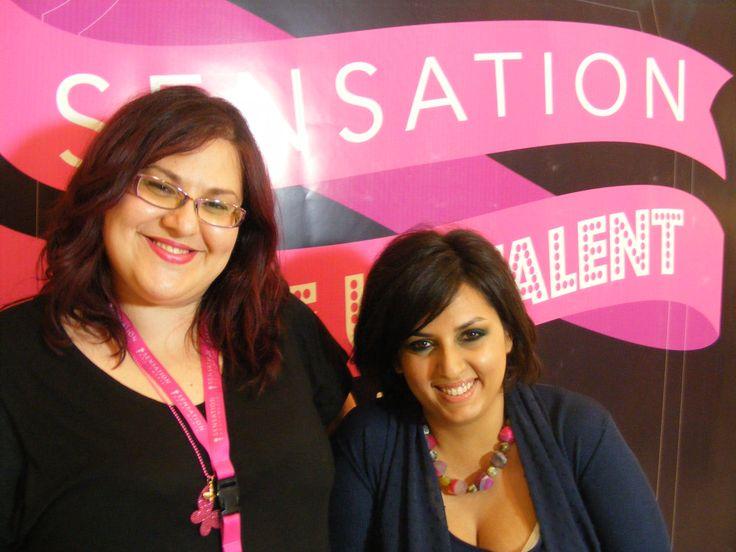 Da sinistra la candidata Sacco Marta insieme alla sua modella che esibisce il trucco appena terminato
