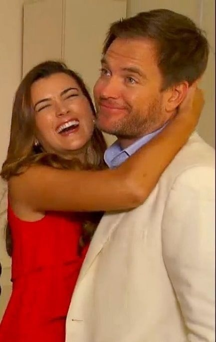 Cote de Pablo laughing hugging Michael Weatherly