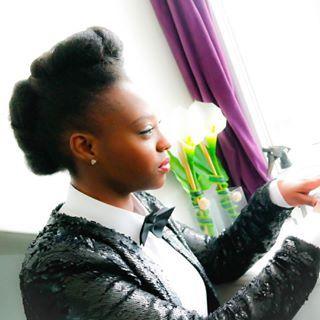 || NEW VIDÉO || Vous avez été nombreuse à me demander quand la vidéo du total look de #JanelleMonae serait en ligne .... Après quelques problèmes techniques, j'ai enfin réussi !!! Retrouvez donc toutes les étapes de ce look sur ma chaîne #YouTube : Chacha Afrolife  Disponible à 7h ce dimanche  N'hésitez pas à me laisser un commentaire pour le dire ce que vous en pensez  Bon dimanche mes beautés