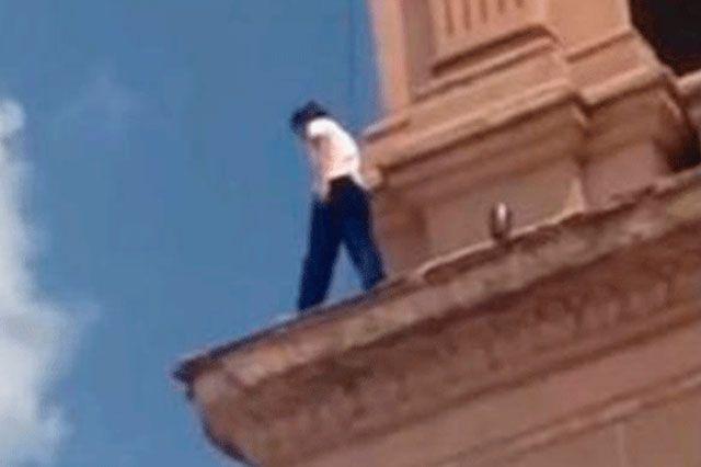 m.e-consulta.com   Una adolescente intenta suicidarse en la catedral de Hermosillo   Periódico Digital de Noticias de Puebla   México 2015