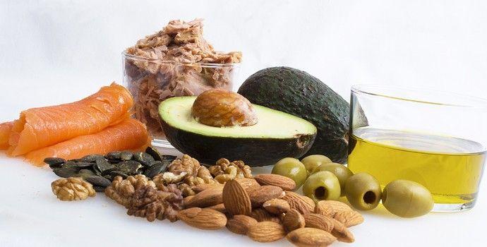 « Le cholestérol n'est pas le coupable », « le cholestérol n'est pas un poison », « les médicaments contre le cholestérol sont toxiques »… N'empêche. On a beau connaître tous les arguments, ce n'est pas drôle de revenir du labo d'analyse avec des examens sanguins indiquant un taux de cholestérol trop élevé. Il faut bien faire quelque chose ! On ne …